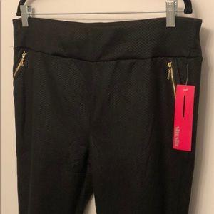 Plus Sized Black Leggings with Zipper Pockets